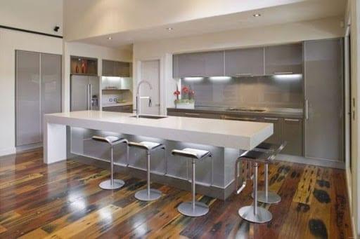 White island in modern kitchen via Ellen Macklorene