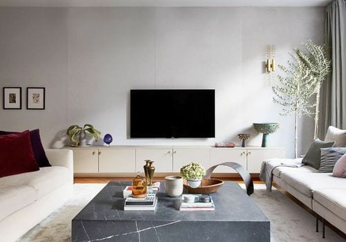 coffee table contrasting with white couches